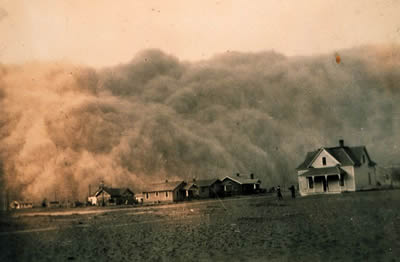 Dust storm approaching Stratford, Texas in 1935
